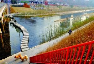 """去年12月底,为迎接南水进京,""""臭河""""凉水河基本还清,美景如画。北京晨报记者 王巍/摄"""
